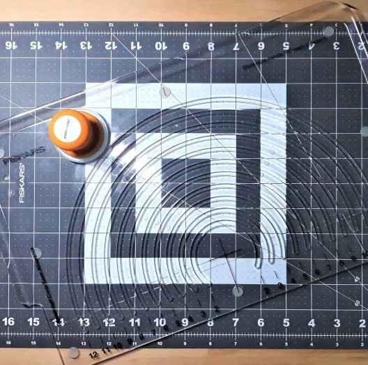 Cutter circulaire à tissu - fiskars - la ptite main - partenariat