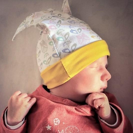 Présentation de la boutique de patrons couture pour enfants. Représenté par un nouveau né avec un joli bonnet à oreilles.