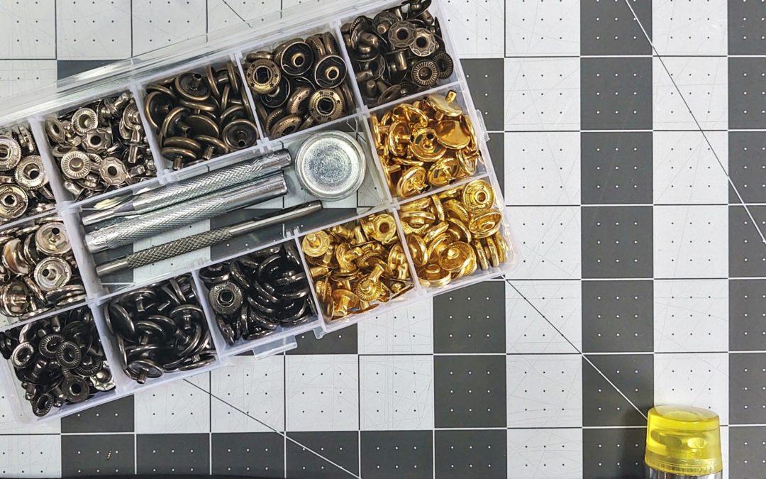 Le métier pour boutons pressions métallique