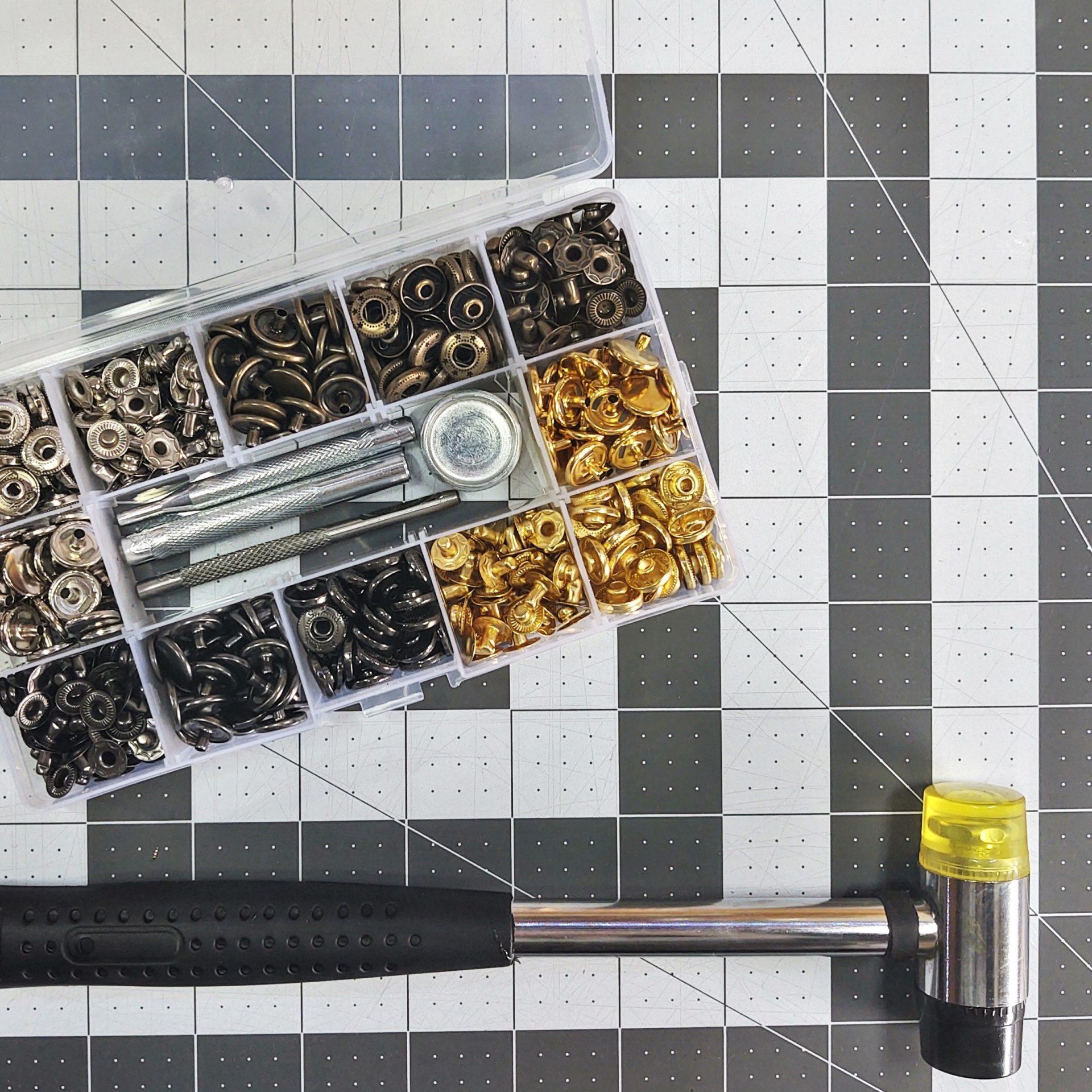 2 - métier à outils - boutons pressions métallique - la p'tite main - Copie